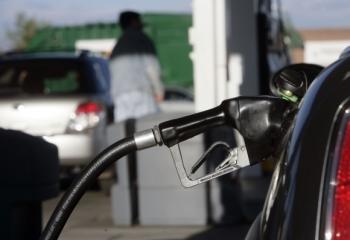Dopyt po benzíne v USA oslabil v dôsledku vyšších cien