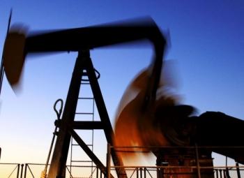 Drahá ropa poškodzuje dopyt zo strany Číny a USA