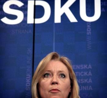 Vláda rokuje bez Radičovej, odbehol aj Dzurinda